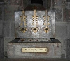 Cripta dell'Abbazia di St. Benoît-sur-Loire, Fleury. Urna contenente le reliquie di San Benedetto