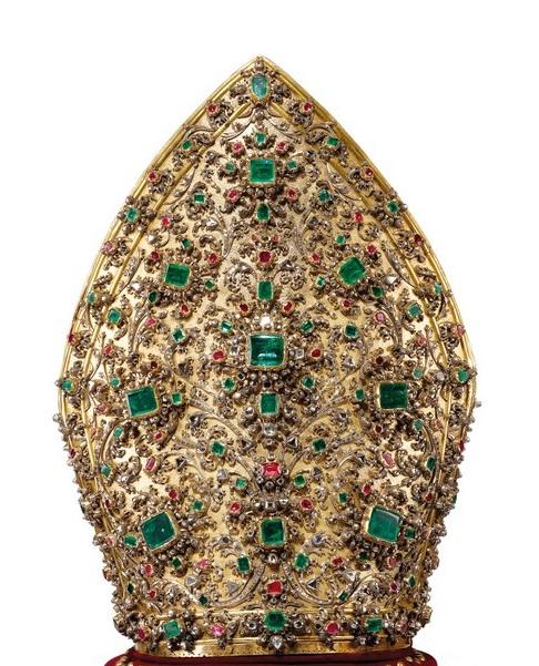 Mitra di San Gennaro con 3.694 pietre preziose. Se. XVIII. Cappella del Tesoro di San Gennaro, Napoli