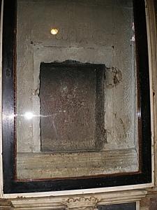 pozzuoli-la-pietra-su-cui-è-avvenuta-la-decapitazione-di-san-gennaro