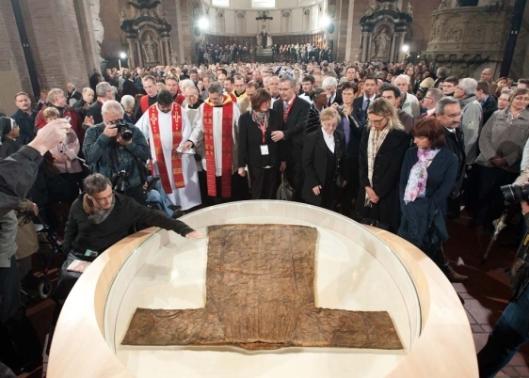 Ultima ostensione della Sacra Tunica, 2012. Duomo di Treviri