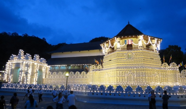 Tempio di Kandy, Sri Lanka, costruito per custodire il dente di Buddha